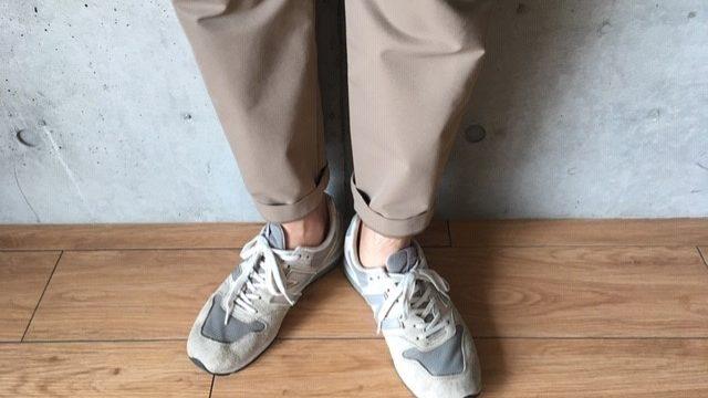 42f2f70efc 通勤スニーカー】メンズにおすすめのスーツに合うブランド4選|ピースブログ